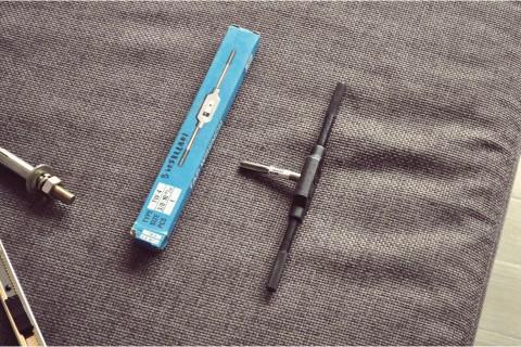 thai bottom thread tap